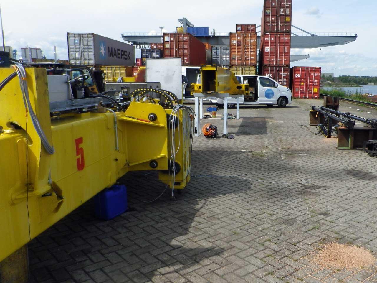 Reparaturschweißung an einer Containerverladebrücke